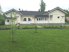 Talo pihanpuolelta