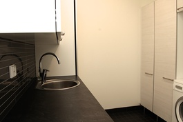 Kodinhoitohuone - Kodinhoitohuoneessa perheen arkiasiat hoituvat näppärästi