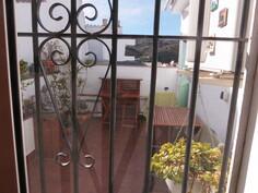 olohuoneen ikkuna takaterassille