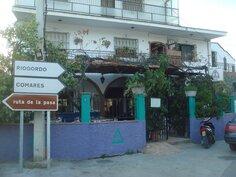 Benamargosassa on lukuisia kahviloita ja ravintoloita