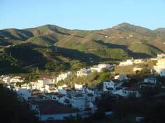 kylä vuorilta
