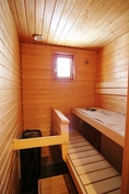 Sauna, jossa tuuletusikkuna.