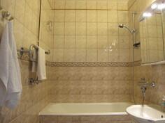 Siisti kylpyhuone/wc.