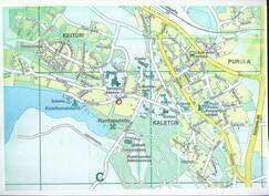 Keskeinen sijainti tulee esille karttakuvasta, asunnon sijainti ympyröity punaisella.