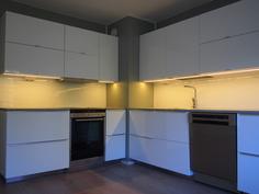 Keittiössä led -valaistus