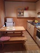 Kompakti keittiö.