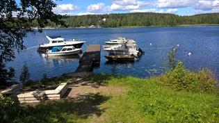 Läheinen kaunis veneranta. Voi myös itse pulahtaa uimaan.