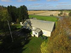 ilmakuva talosta ja pelloista