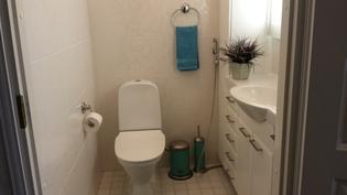 Pää wc. Suuret laatat 30x60