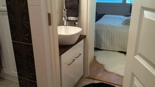 Vanhempien makuuhuoneesta suora yhteys wc:hen