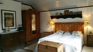 Yläkerran toinen makuuhuone uusittu
