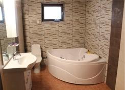 Iso kylpyhuone