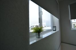 Massiiviset ikkunapenkit juuri kuten haluatte, tässä kohteessa pinnoitettu valkealla laatalla.