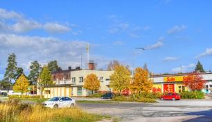 Kauppa, bussipysäkki ja rautatieasema ovat lähellä