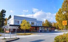 Läheiseltä rautatieasemalta pääsee junalla 20 minuutissa Jyväskylään