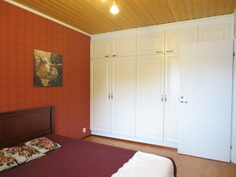 Suuri makuuhuone toiselta sivulta
