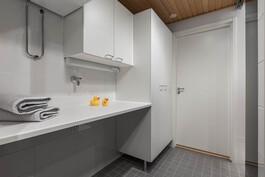 Kylpyhuoneessa kodinhoitotilaa
