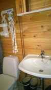 wc kylpyhuone saunan yhteydessä