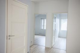Yläkerran huonekork. on 2.8m (max).