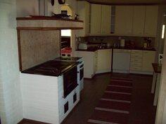 keittiössä Tiilerin  puuhella