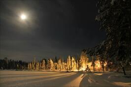 Talvella maisemavalot luovat tunnelmaa.