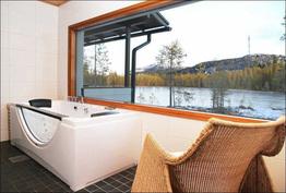 Kylpylässä on myös rauhallinen oleskelunurkkaus esim. lueskelulle ja maisemista nauttimiselle.