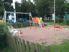 Lasten leikkipaikka pihalla
