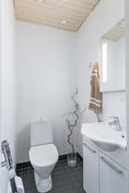 WC 2 pesutilojen yhteydessä