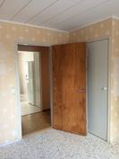 Keskimmäinen makuuhuone on 10,2 m2.