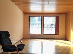 Olohuoneen koko on 21 valoisaa neliötä.