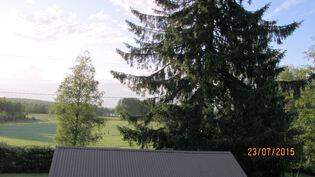Näkymä yläkerran pohjoispäädyn ikkunasta