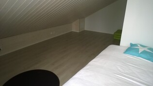 Yläkerran tyhjää lattia tilaa