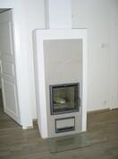 Tulisijan lämmittäminen lämmittää myös lattialämmitystä. Hybridilämmitys.