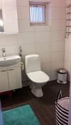 Yläkerran WC / Kylpyhuone
