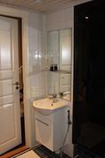 Alakerran kylpyhuone