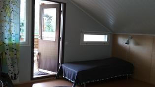 Yläkerran makuuhuone, parveke