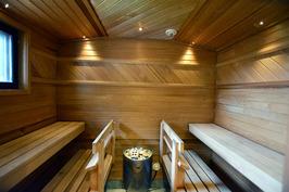 Tunnelmallinen ja tilava sauna
