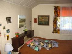 Yläkerta toinen makuuhuone