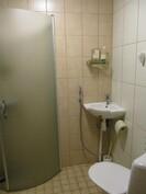 Yläkerroksen suihku-wc