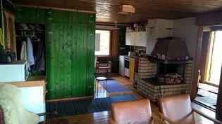 Kuva keittiön suuntaan