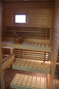 Viihtyisä ja todella vähän käytetty ikkunallinen sauna.