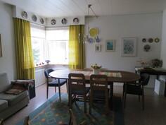 Alakerran huone - nyt ruokailuhuoneena
