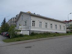 Historiallinen Laukkasen talo kadulta päin