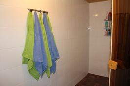 Kylpyhuoneessa on miellyttävä lattialämmitys.