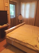 Makuuhuone 2 (pääsy parvekkeelle)