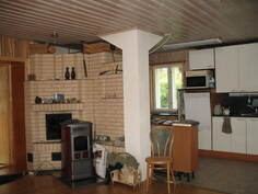 Takat ja keittiönäkymä olohuoneesta