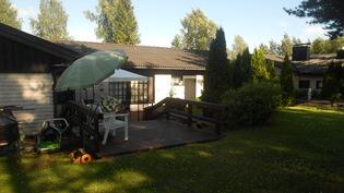 Takapihaa ja talo