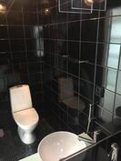 Asunnossa kaksi wc:tä.