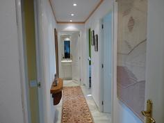 Käytävästä oikealla molemmat makuuhuoneet. takana KPH 1.