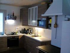 Toimiva keittiö on alan ruuanvalmistusalan ammattilaisen suunnittelema.